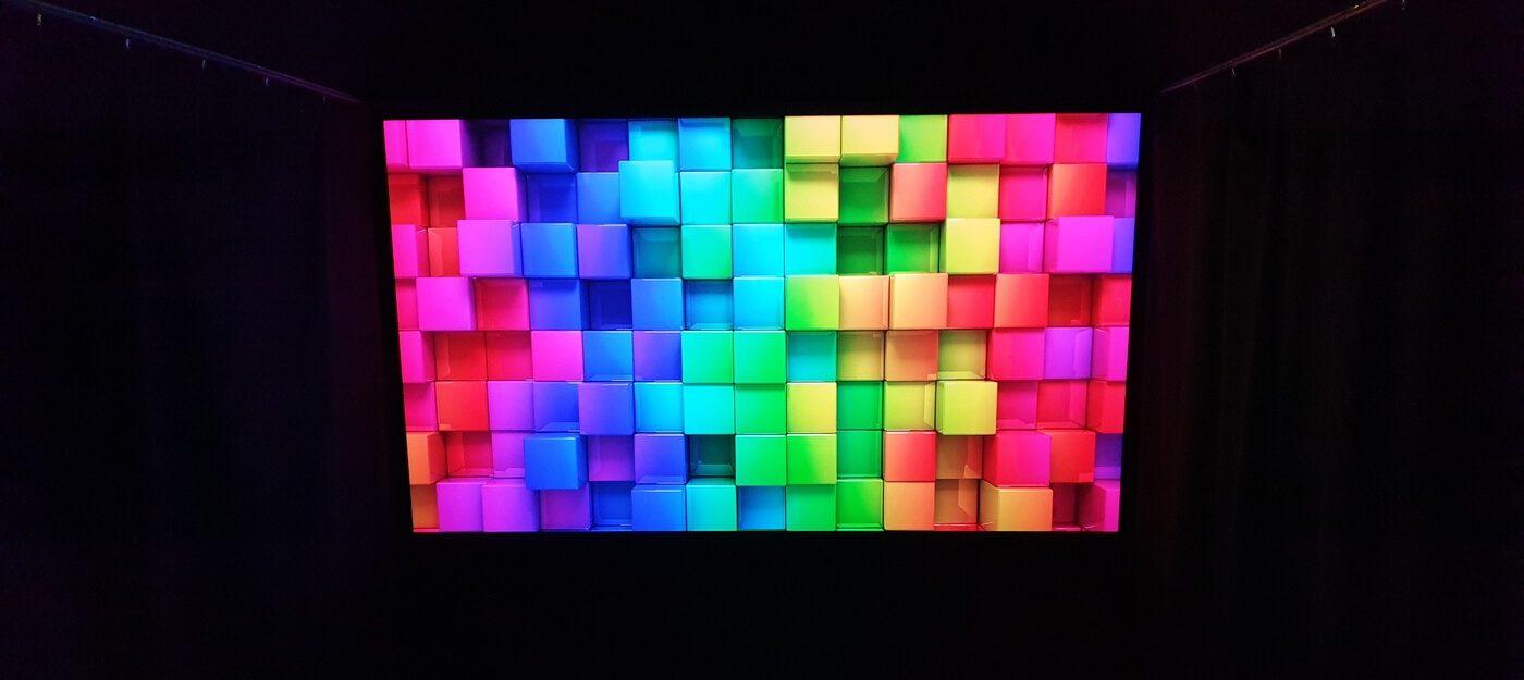 värikäs kuva heijastettuna